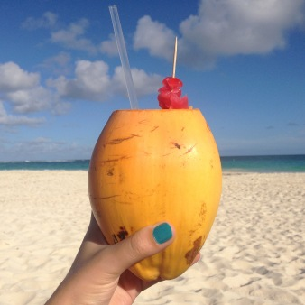Coconut-rum-cocktail-served-on-the-beach-in-Barbados_-Image-by-Sarah-Reid_cs